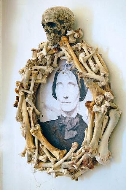 Super Creepy Bone Wreath by The Art of Doing Stuff