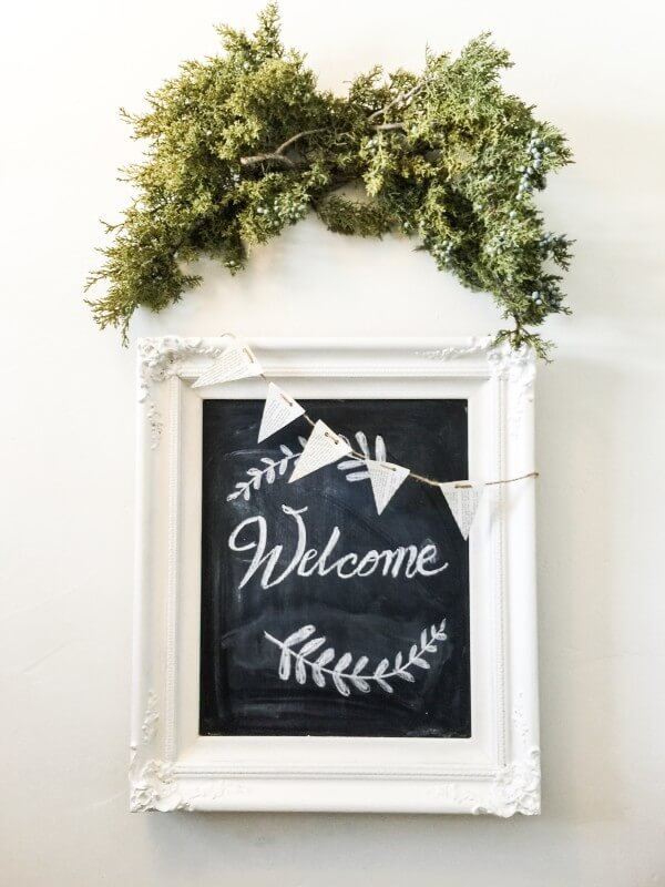 Farmhouse Entry Decor | twelveonmain.com
