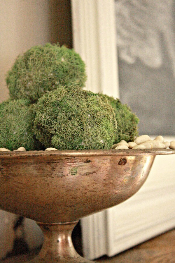 Farmhouse Spring Decor- DIY Moss Eggs. They are so easy and will add some great spring decor to your home. | Twelveonmain.com