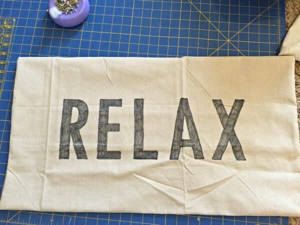 The best way to make a Sharpie pillow | twelveonmain.com