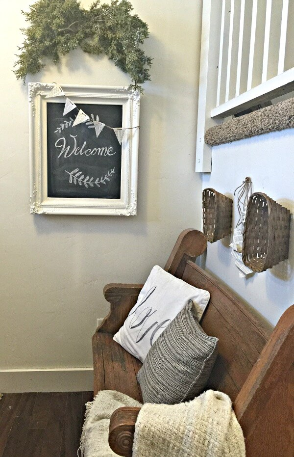 Farmhouse Entry Valentines Decor | twelveonmain.com