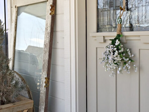 Quick flower spring wreath for spring. Its so great! | Twelveonmain.com