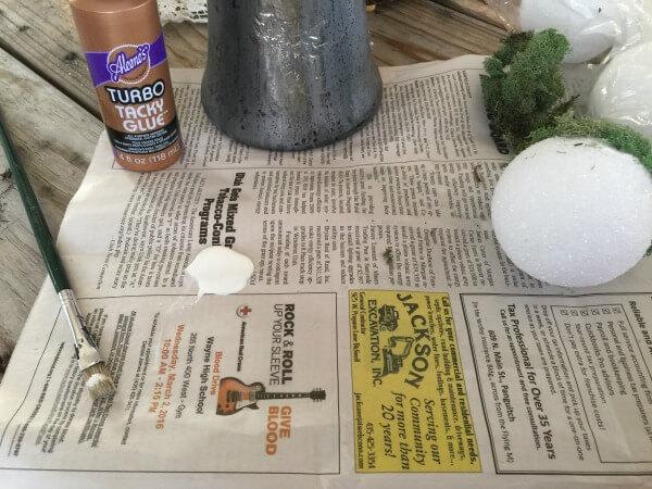 Make decorative moss balls for spring. They're so easy! | Twelveonmain.com