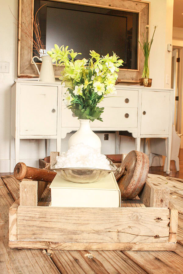 """Get that """"fixer upper"""" style with these DIY Dutch Tulip Crates. They are so easy to make!   Twelveonmain.com"""