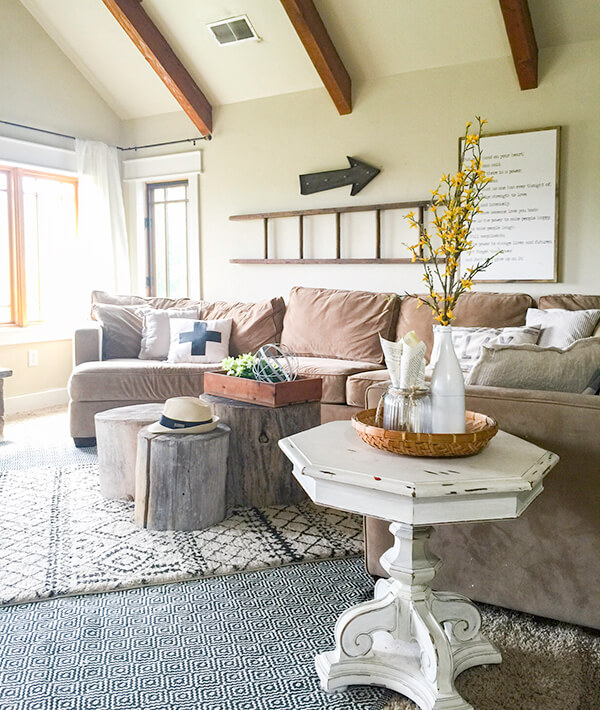 Check out this summer farmhouse home tour. It is the bees knees!