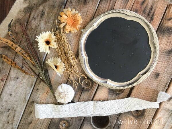 Chalkboard-Style Fall Wreath | Easy Fall Door Decorations You Can DIY on a Budget | fall door decorations | fall door wreath