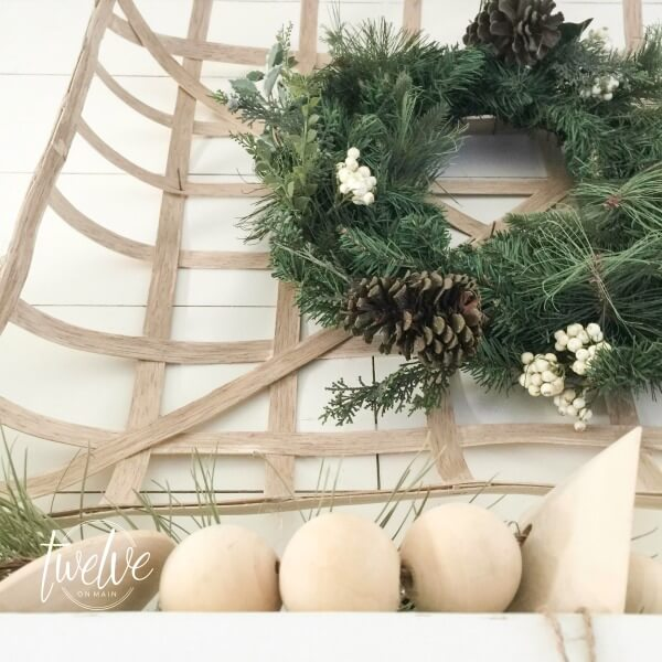 farmhouse-christmas-mantel