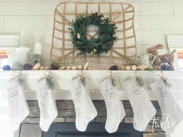 farmhouse-christmas-mantel