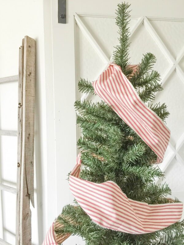 farmhouse-christmas-home-tour-2-17