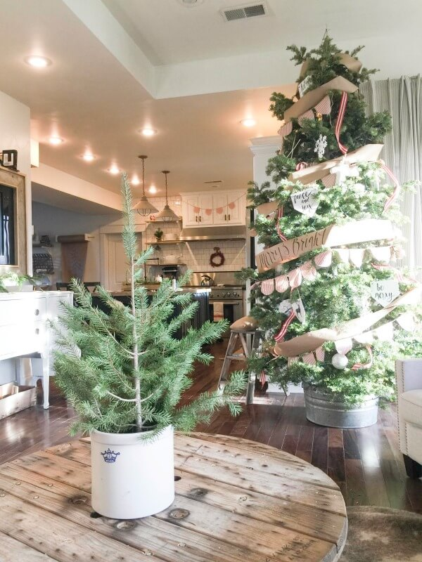 farmhouse-christmas-home-tour