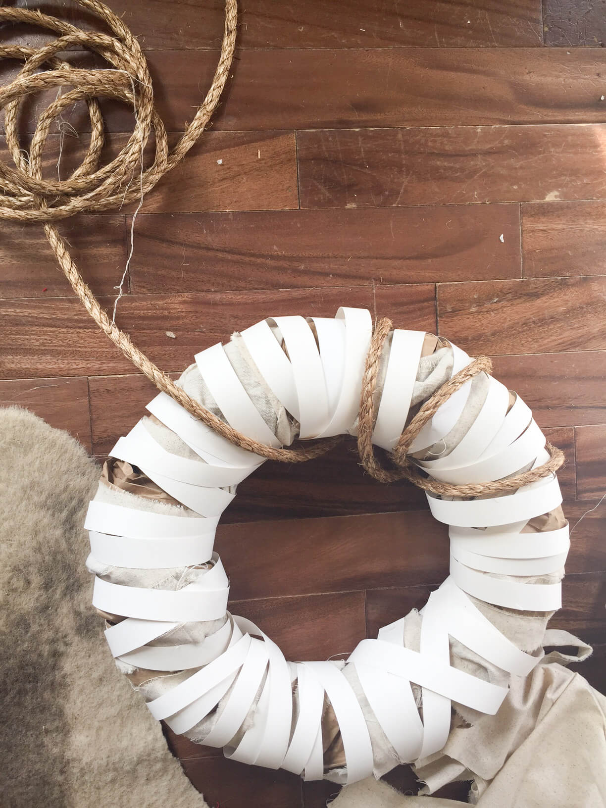 Rope makes any DIY farmhouse wreath better!