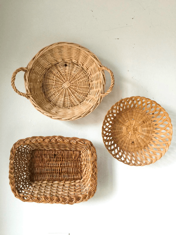 Thrift store basket wall decor is a quick and inexpensive way to decorate your home!