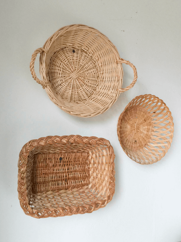 Thrift store basket wall decor is a great way to add farmhouse style to your home