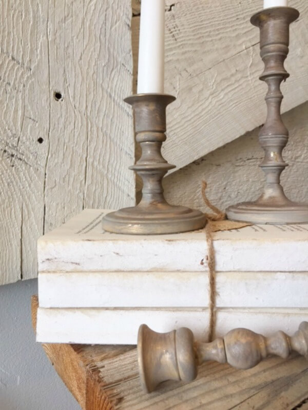 Do you love the farmhouse style? Want to make some amazing DIY farmhouse candlesticks with chalkpaint? It is a simple home decor project!