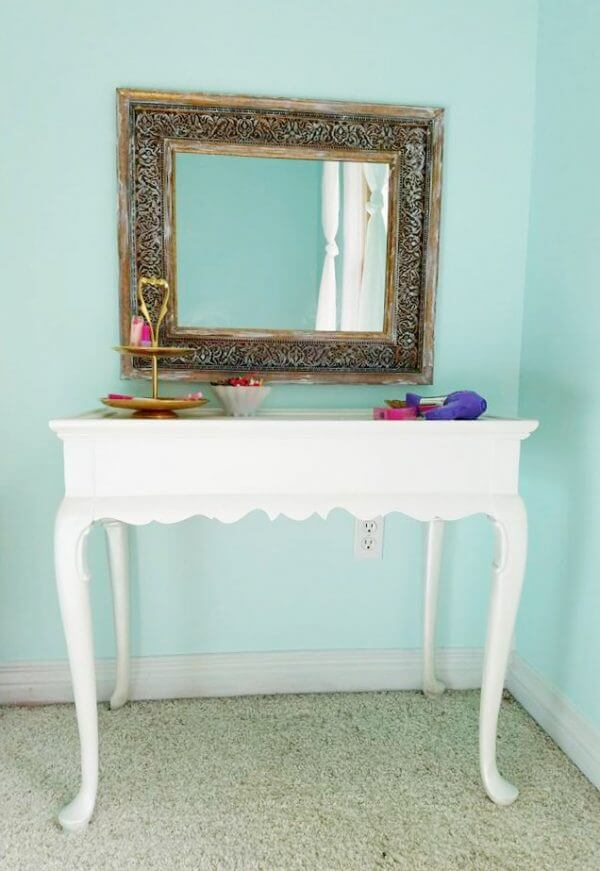 Cute farmhous epainted furniture pieces for every home