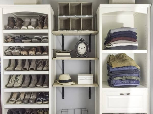Tips for an organized farmhouse style closet design