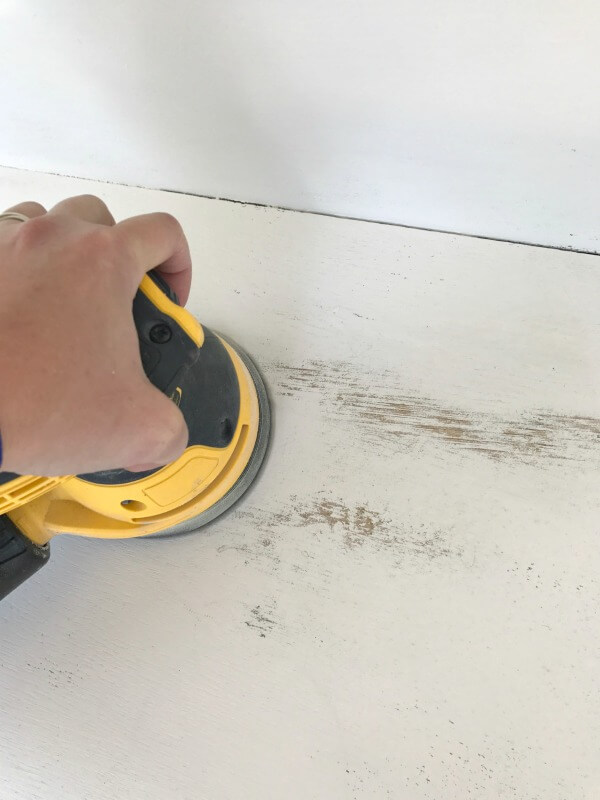 Distressed furniture using an orbital sander is so easy! It takes less than 5 minutes to distress a piece of furniture! Check out these furniture distressing tips!