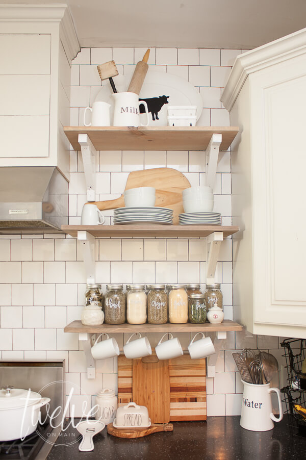 Create decorative wall shelves like professional designers with these simple tips!