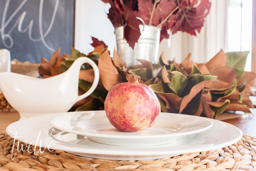 Nothing like waiting til the last minute to decorate for Thanksgiving. Check out these tips to create a last minute Thanksgiving tablescape.