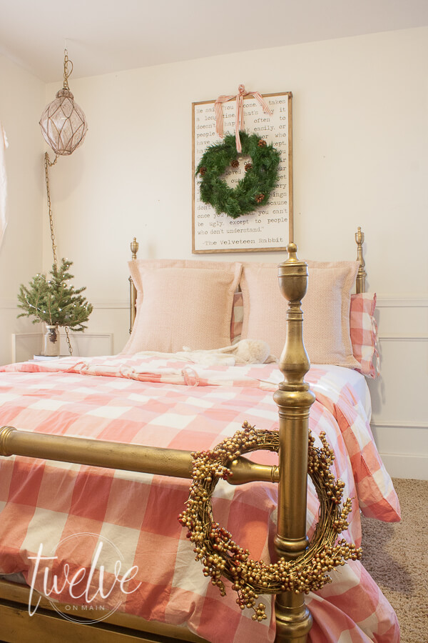 Girls bedroom decorated for Christmas with an pink IKEA duvet, and simple green accents.