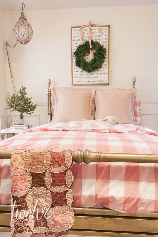 want to decorate your bedroom for christmas but dont know where to start - How To Decorate Your Bedroom For Christmas