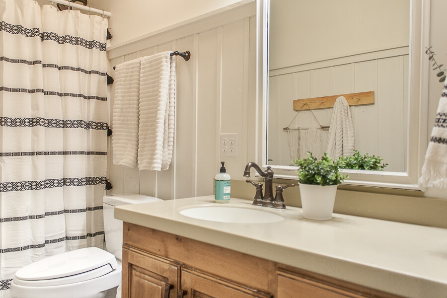 Try these 5 inexpensive ways to transform any bathroom decor.