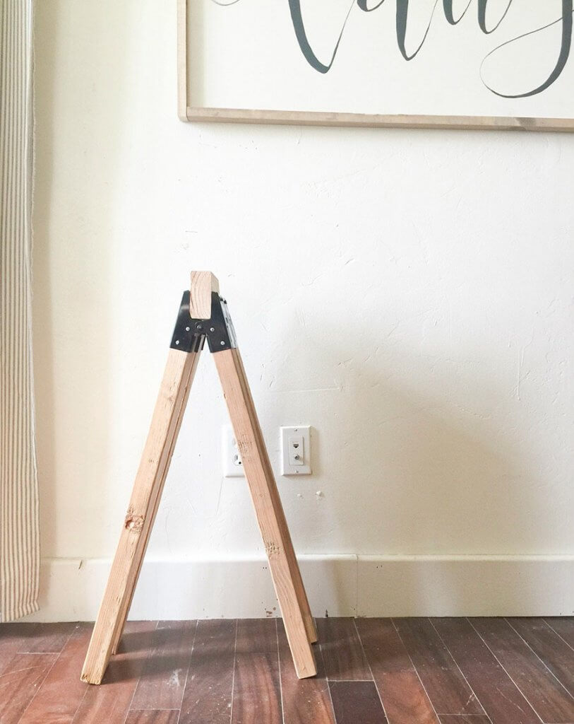 Make an easy wooden sawhorse table for your homes decor!