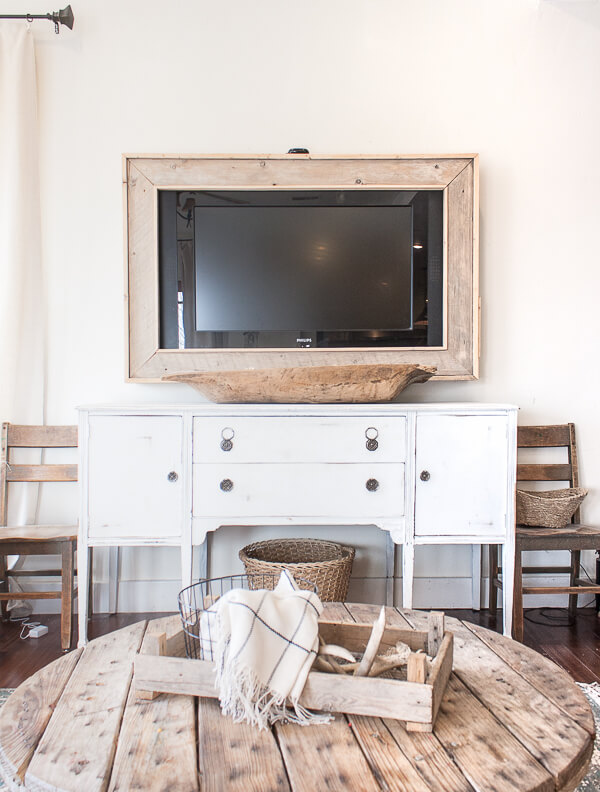 18 Stunning Ways to Decorate Around a TV - Twelve On Main