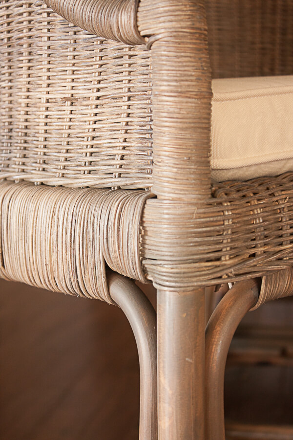 so much texture with these rattan counter height stools