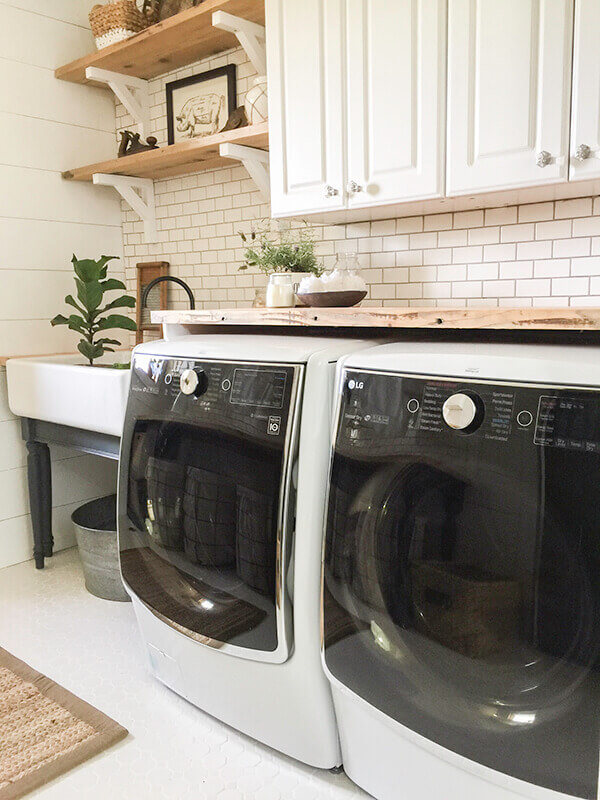 White mosaic tiles in the laundry room. Topped off with white subway tile! What a great use of farmhouse tiles!