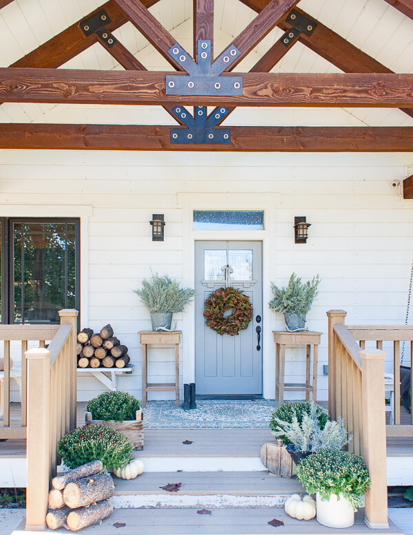 How to create the perfect fall decor on your porch that can transition to winter