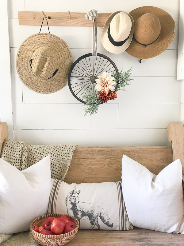 I love this bicycle wheel wreath.  This is an easy way to upcycle an old piece of junk you may not know what to do with.