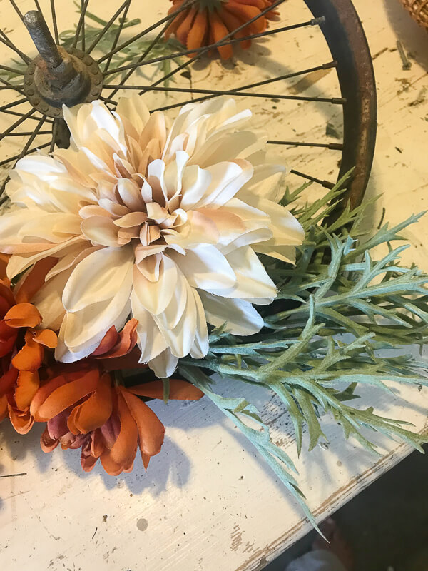 Easy steps to making a super simple bicycle wheel wreath