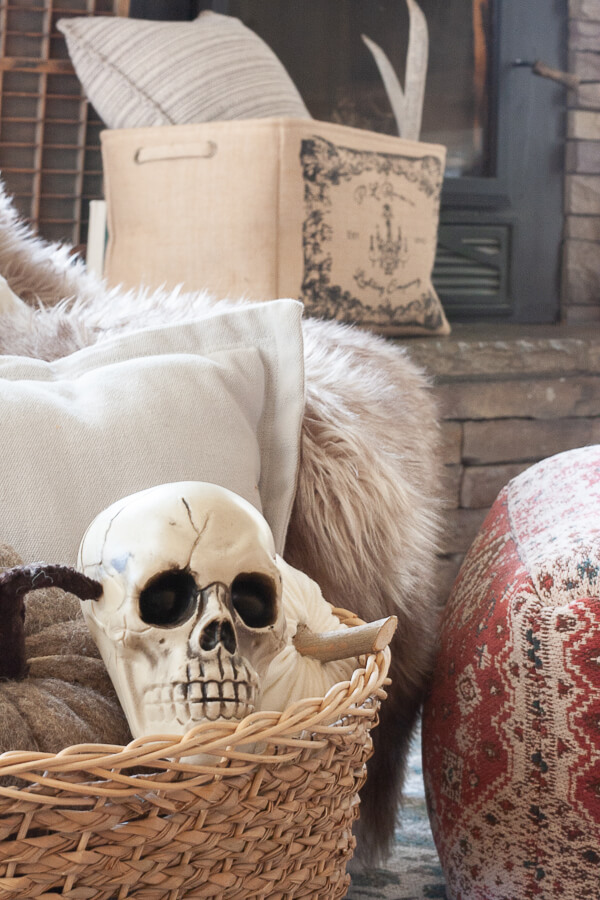 Halloween home decor that is easy, stylish and works well with your home