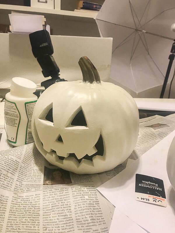 How to paint plastic jack-o-lanterns