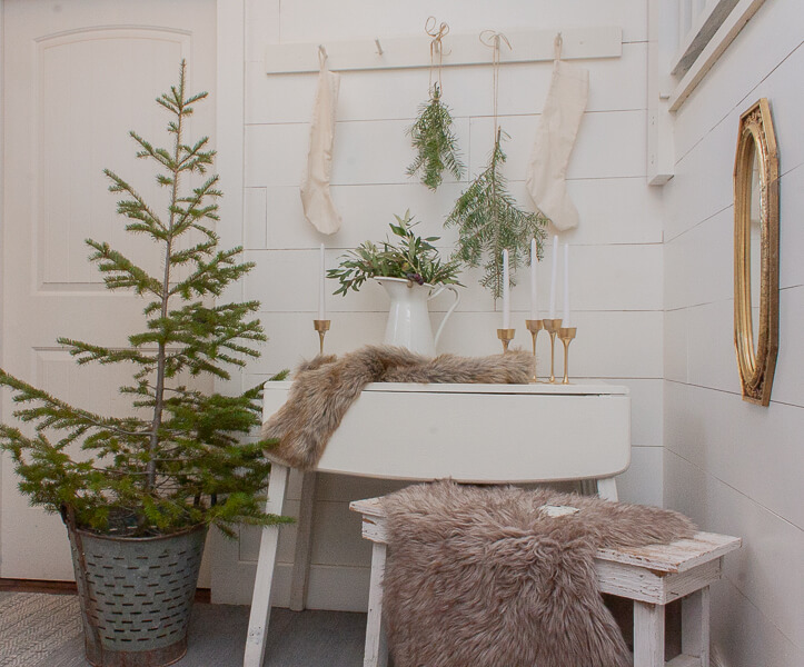 The perfect elements of Scandinavian Christmas decor. Take a step back, simplify your Christmas decor. it is so freeing.