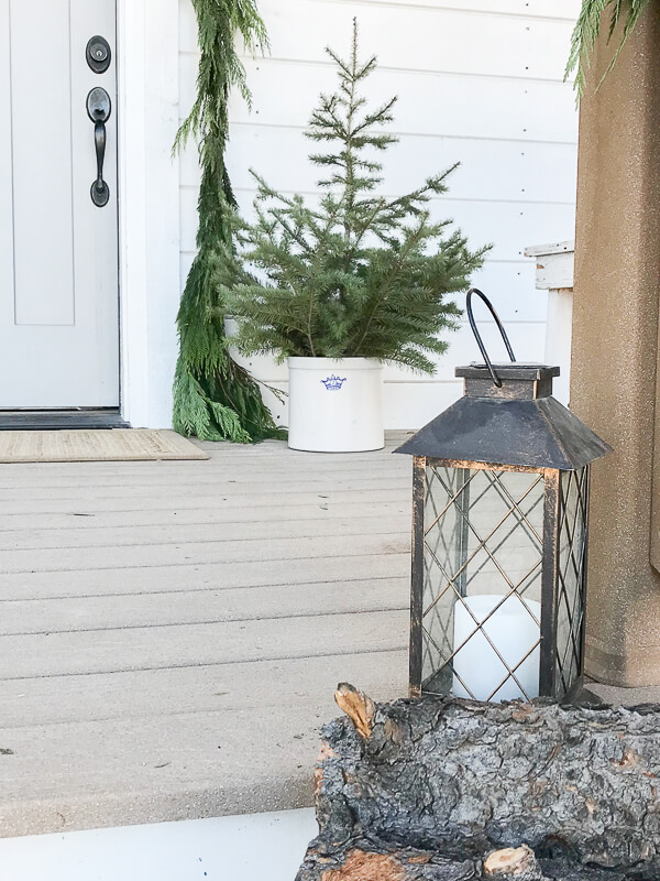 Scandinavian Christmas decor for the front porch this year