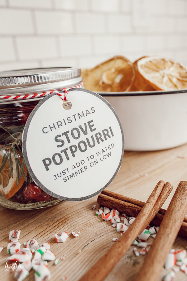 Christmas stovetop potpourri gifts for friends and neighbors with FREE printable stovetop potpourri gift tags!
