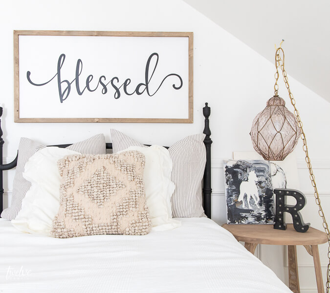 This horse art looks perfect in my daughters farmhouse boho bedroom. Check out how we made that art with the Cricut Maker!
