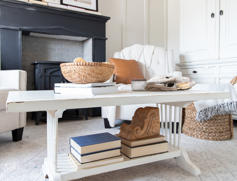 How to decorate a coffee table like a professional with these 5 elements!