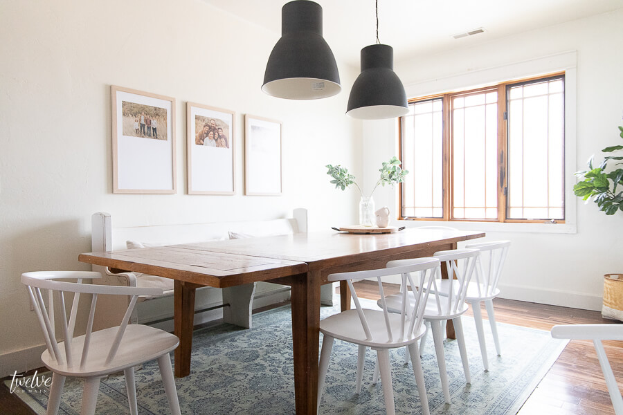 Modern farmhouse style dining room with white spindle modern farmhouse style dining chairs that are gorgeous!
