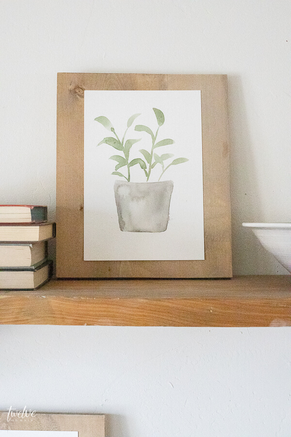 What a cute hand painted spring printable! Get is for free here!
