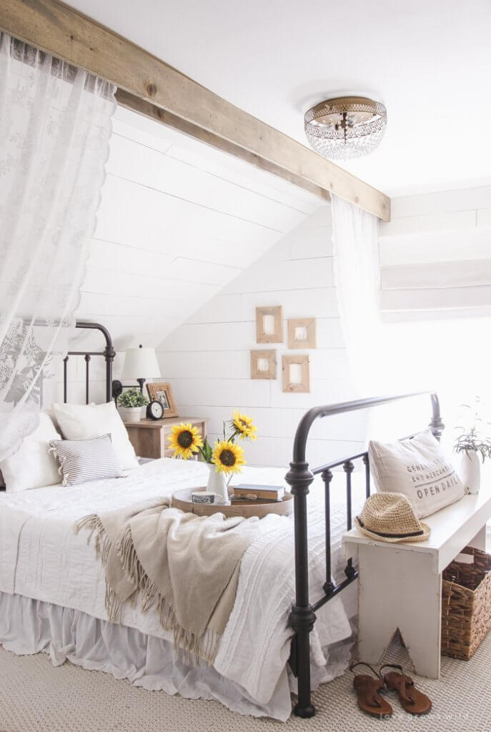 Gorgeous wrought iron bed inspiration!