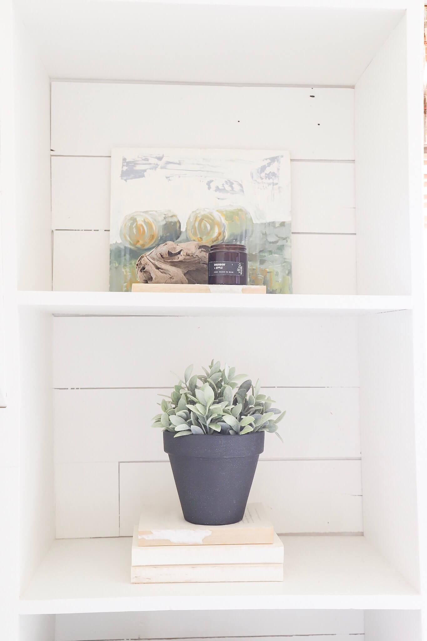 I used home made chalk paint on this terra cotta pot and totally transformed it! Have you made your own chalk paint before?