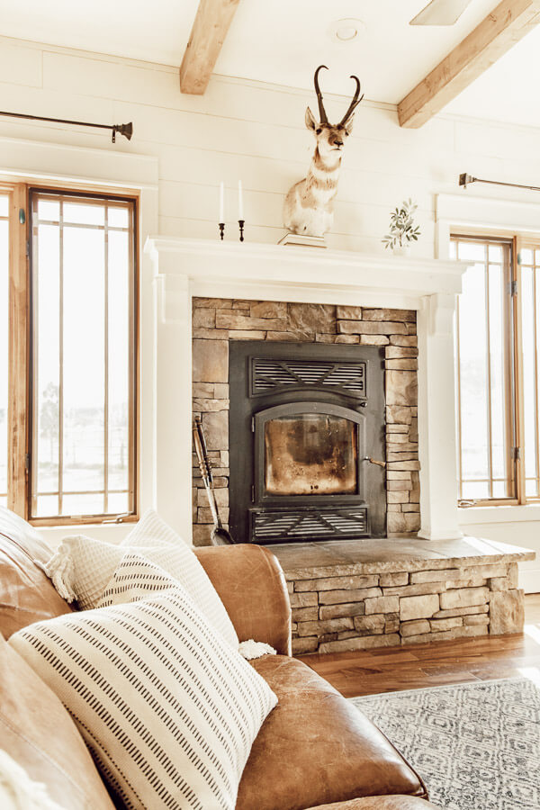 Beautiful spring fireplace and mantel. Simple spring decor ideas that are easy to add to your home.