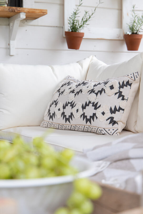 Boho porch decor, gorgeous boho pillows