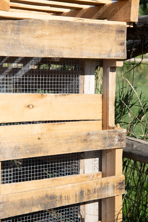 Make this easy pallet compost bin with simple to follow steps, how to choose the right pallets, and more! The easiest pallet compost bin DIY!