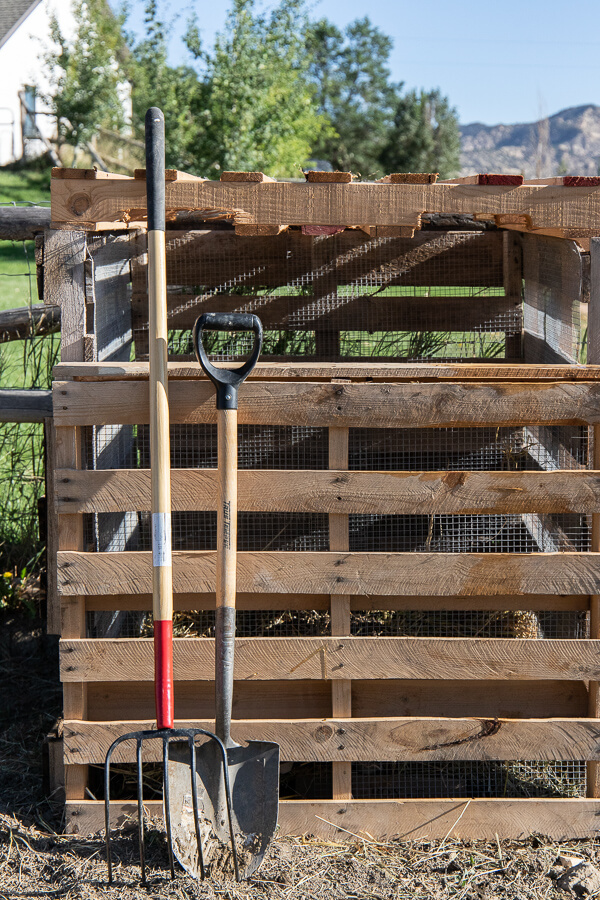 This pallet compost bin DIY is so great! Learn how to make your own pallet compost bin, what to look for in safe pallets, and how to get the most out of your compost bin. Why not give it a try!