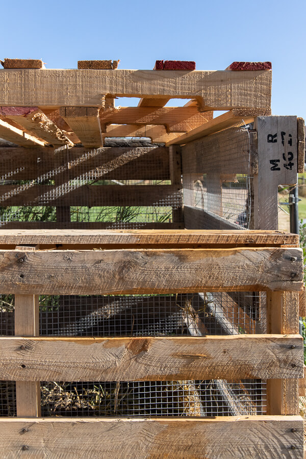 Make this easy pallet compost bin with simple to follow steps, how to choose the right pallets, and more! The easiest pallet cmpost bin DIY!