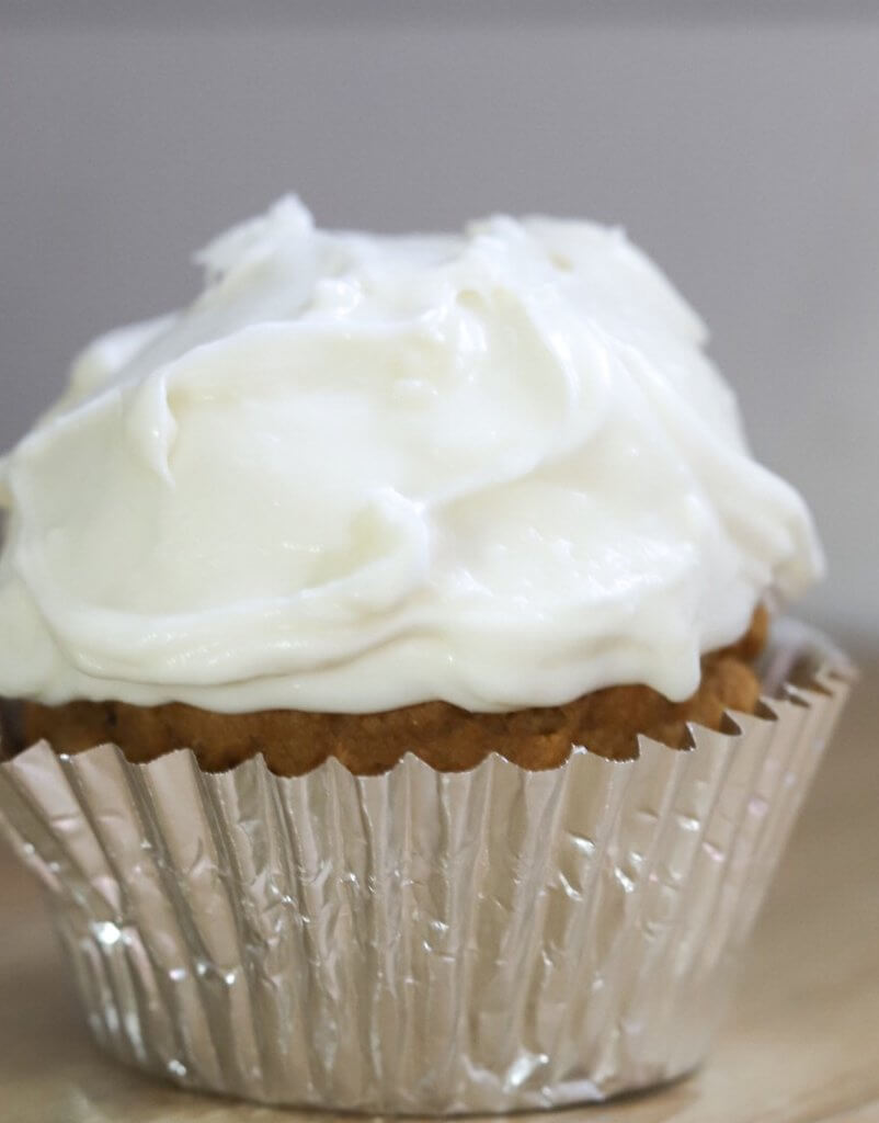 Delicious cream cheese frosting. Make this frosting recipe and use it on cookies, cupcakes, cinnamon rolls and more!